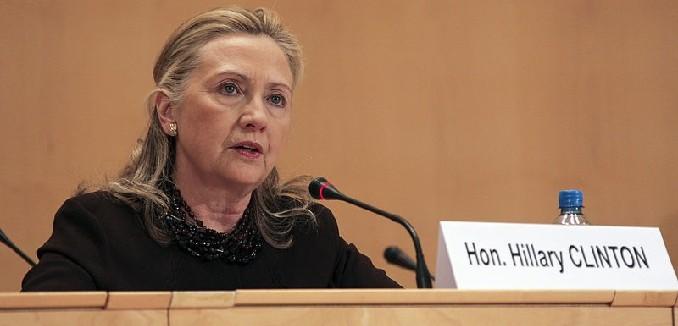 800px-Secretary_Clinton_addresses_the_UNHCR_Ministerial