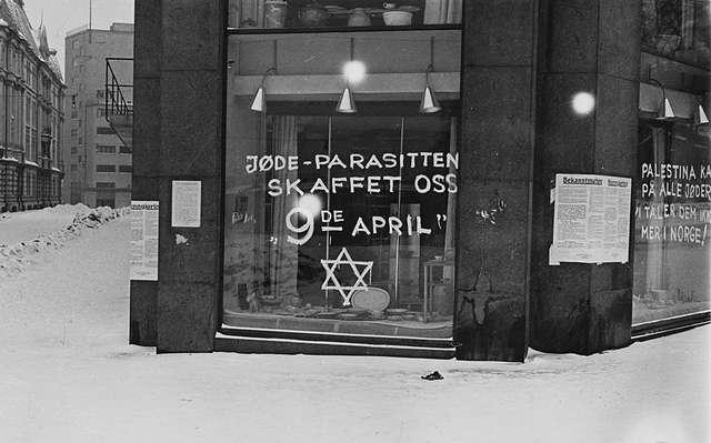 Anti-Semitic graffiti in Oslo, 1941. Source: Wikipedia/Galleri Nor