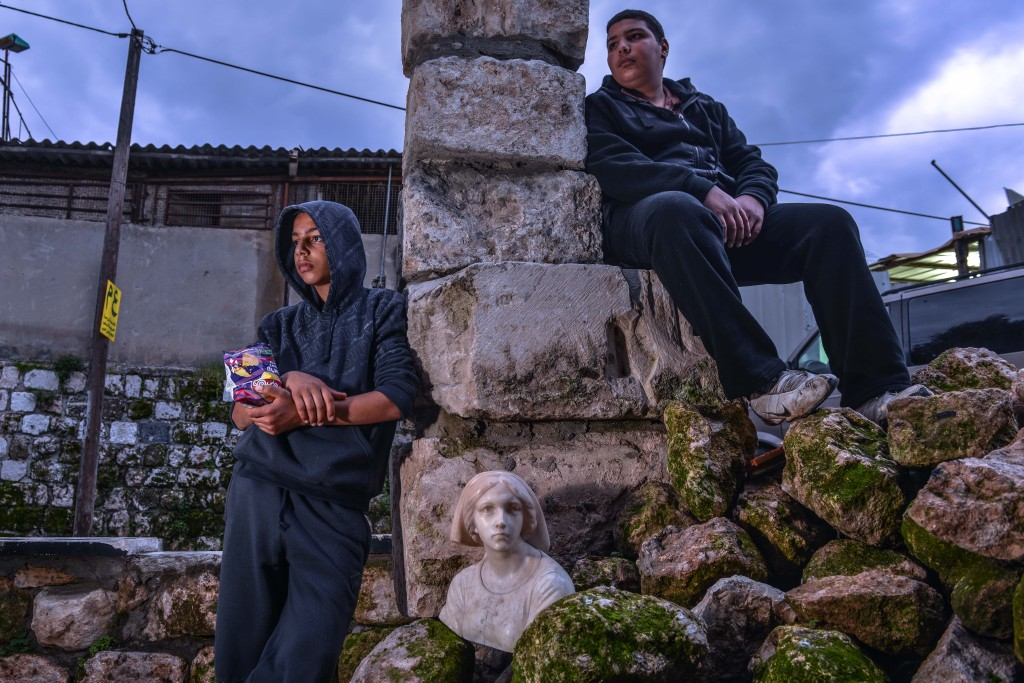 Kids hanging out by Ramle's ruins. Photo: Aviram Valdman