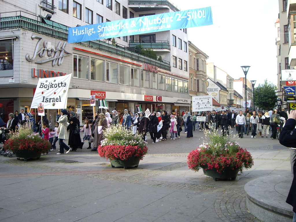 Anti-Israel march in  Malmö, Sweden, September 2008. Photo: Wikipedia/jnestorius