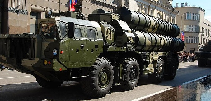 800px-Russian_S-300_launcher_during_the_2009_parade
