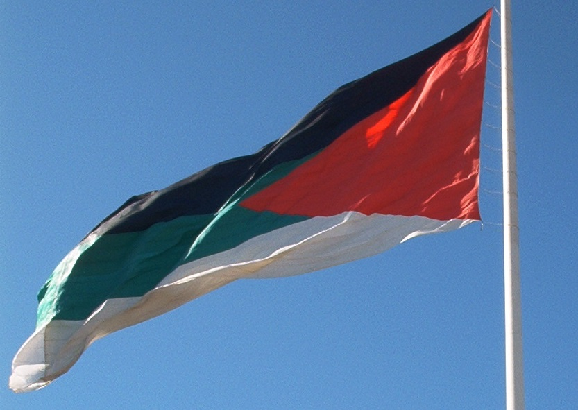 Flag of the Arab Revolt, designed by Sir Mark Sykes, flies in Aqaba, Jordan. Photo: Wikimedia