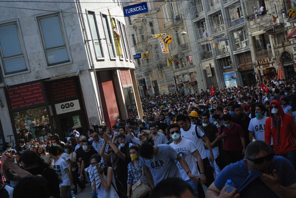 Taksim protest, June 1, 2013. Photo: Araz Zeynisoy / Flickr