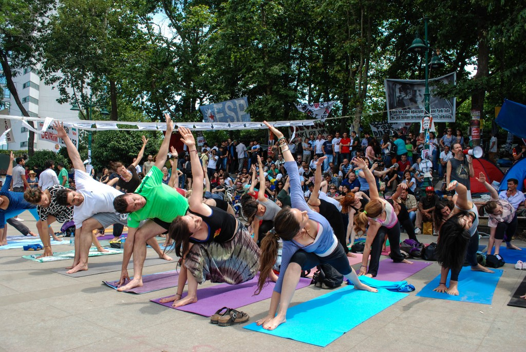 "So-called ""terrorists"" do yoga at Taksim. Photo: Mr Ush / Flickr"
