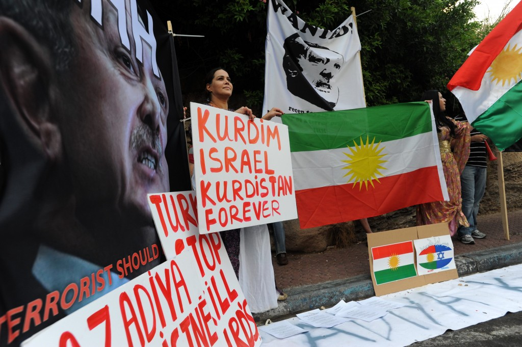 Israelis show their support for the Kurdish people in a Tel Aviv demonstration. Photo: Gili Yaari / Flash90