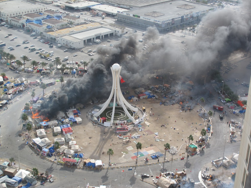 Tents burning in the Pearl Roundabout after GCC and Bahraini forces cracked down on protesters, March 16, 2011. Photo: Mohamed CJ / Wikimedia