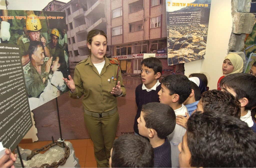 An Israeli soldier offering emergency instruction to Arab schoolchildren. Photo: Israel Defense Forces