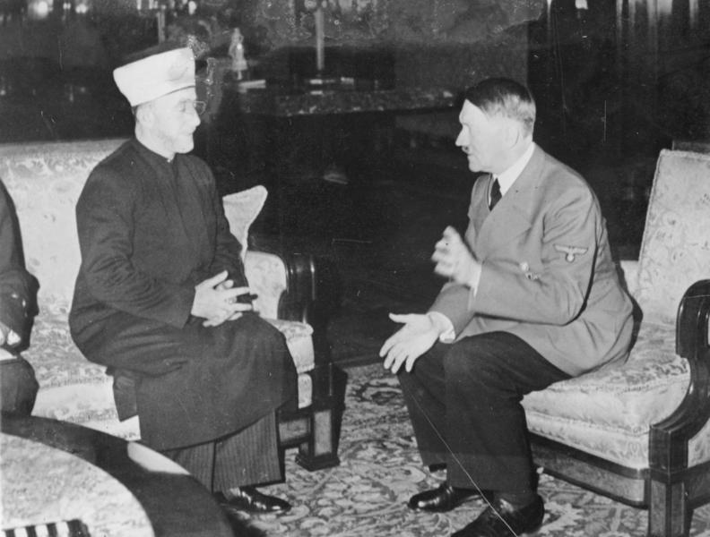 Haj Amin al-Husseini, the mufti of Jerusalem, meets with Adolf Hitler, 1941. Photo: Bundesarchiv / Wikimedia