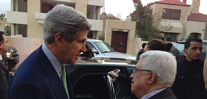 FeaturedImag_2014-04-11_WikiCommons_1024px-Secretary_Kerry_Bids_Farewell_to_Palestinian_President_Abbas_in_Amman