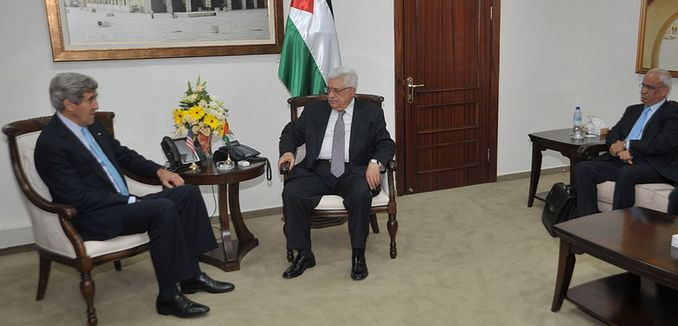 FeaturedImage_2014-04-11_WikiCommons_1024px-Secretary_Kerry_meets_with_Palestinian_officials