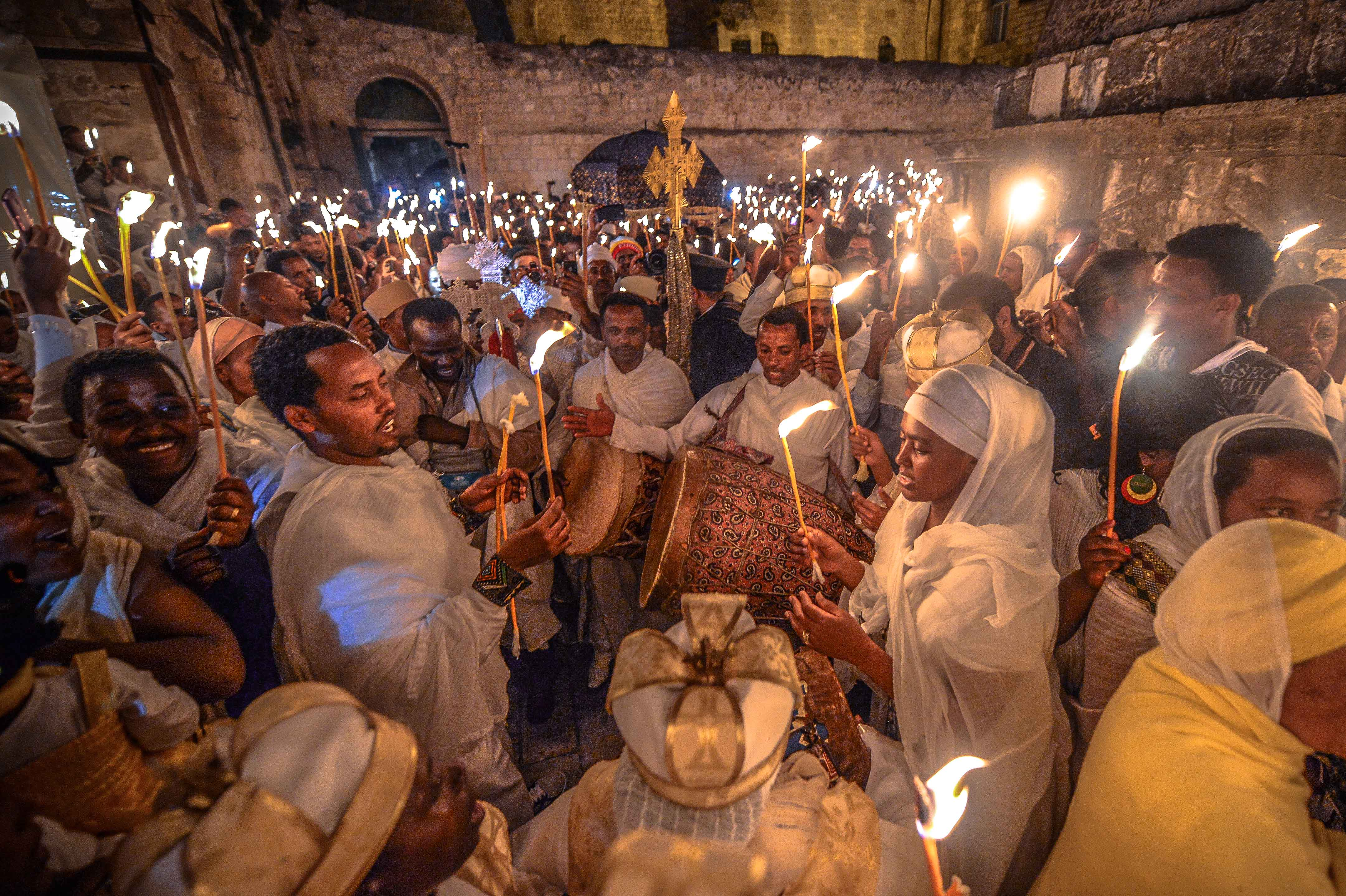 Prender Fuego Guitarra moreover Imagenes De Globos furthermore Children Background Images also Photos Ethiopian Easter Jerusalem moreover Grunge Backgrounds. on christmas is about jesus banner