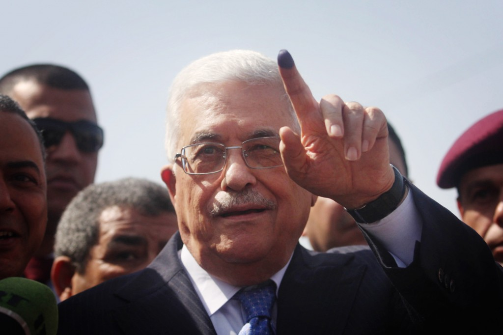 Palestinian president Mahmoud Abbas shows his ink-stained finger after casting his vote in the municipal elections in the West Bank town of Al-Bireh, October 20, 2012. Photo: Issam Rimawi / Flash90