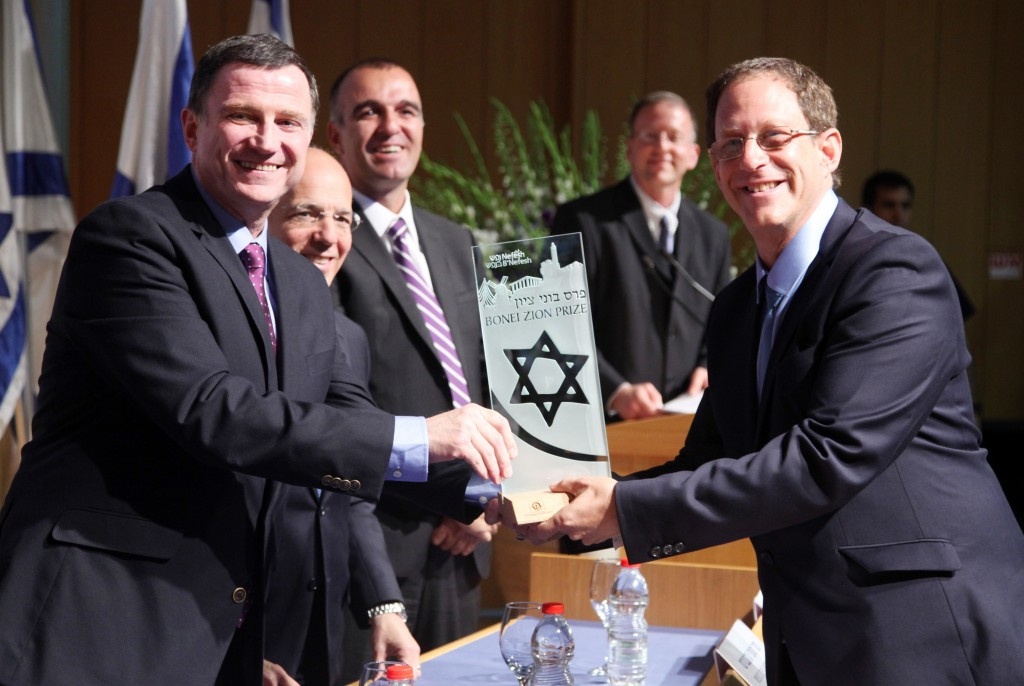 Yosef Abramowitz (right) receives the Bonei Zion Prize from Yuli Edelstein, Speaker of the Knesset.