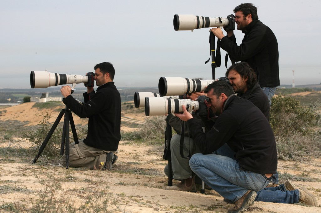 Photojournalists take pictures as the IDF operates inside the Gaza Strip  during Operation Cast Lead. Photo: Kobi Gideon / Flash90
