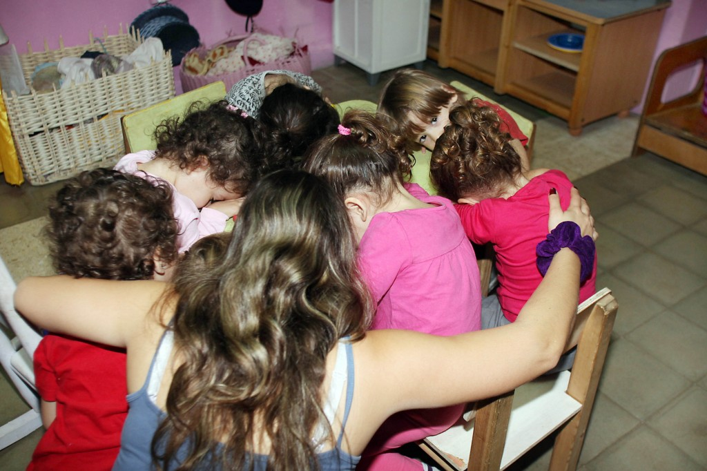 In Tel Aviv, young children practice taking cover during a rocket siren drill. Photo: Gideon Markowicz / Flash90