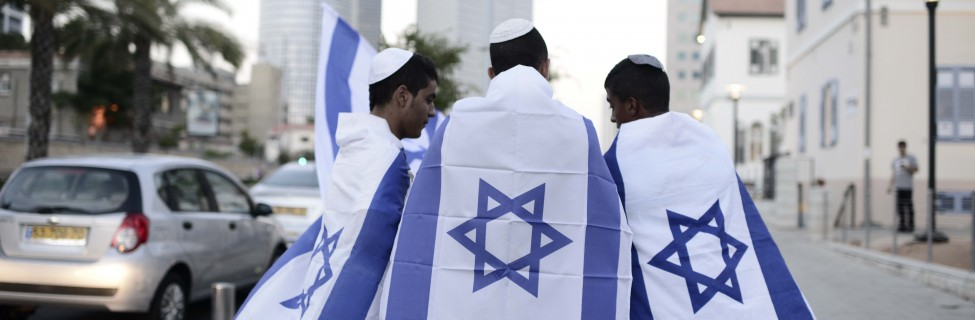 Israelis preparing to attend a rally in Tel Aviv, July 29, 2014. Photo: Tomer Neuberg / Flash90