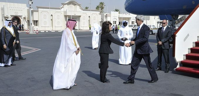FeaturedImage_2014-07-27_WikiCommons_1024px-Secretary_Kerry_Arrives_in_Qatar