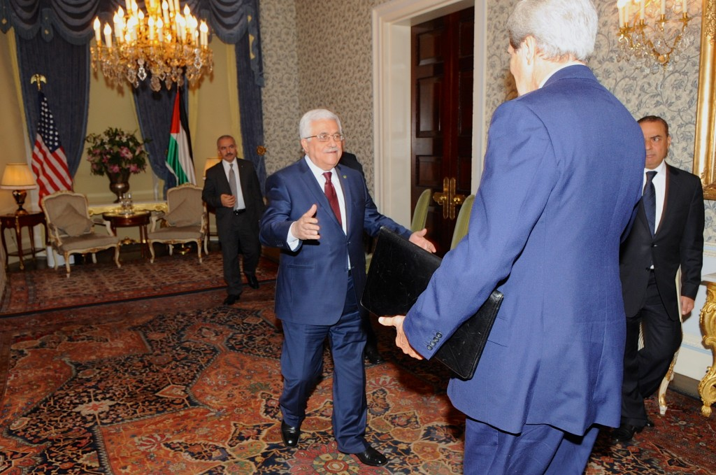 Palestinian Authority President Mahmoud Abbas welcomes U.S. Secretary of State John Kerry for a meeting focused on final status negotiations with Israel in London, United Kingdom on September 8, 2013. Photo: U.S. Department of State / Wikimedia