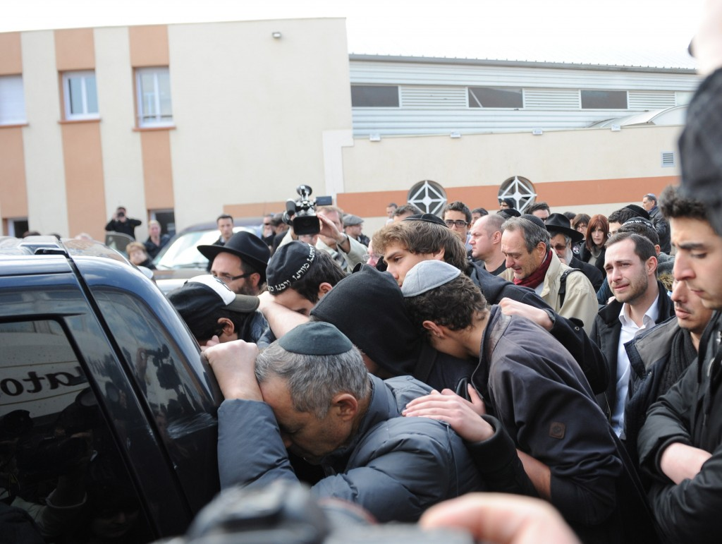 Mourners follow a hearse after a memorial ceremony at Ozar Hatorah school in Toulouse, France, March 20, 2012. Photo: EPA