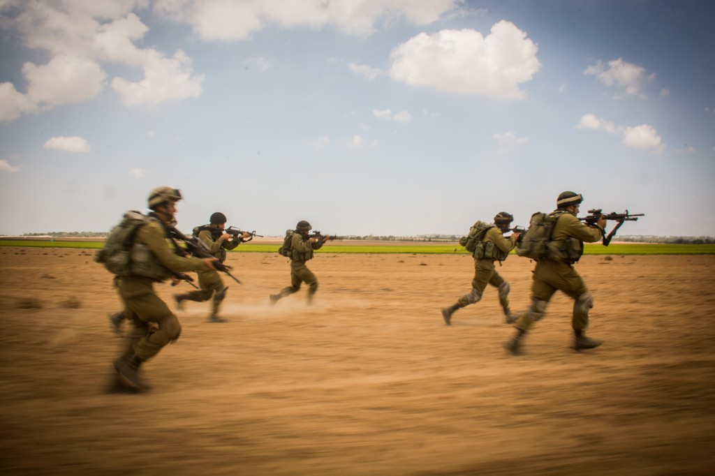 IDF Soldiers storm for the target. Photo: Israel Defense Forces / Wikimedia