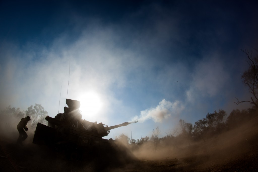 IDF artillery forces fire into the Gaza Strip on July 16 as part of Operation Protective Edge. Photo: Israel Defense Forces / Wikimedia