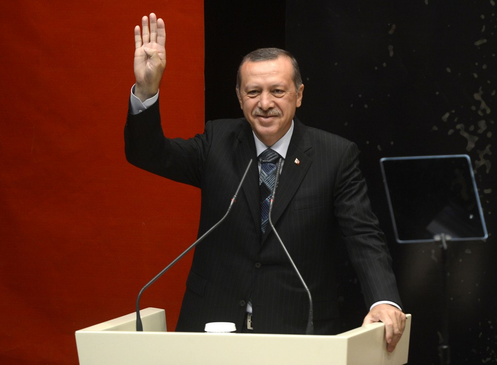"Recep Tayyip Erdoğan makes the ""Rabia sign"" in support of the Muslim Brotherhood and against the Egyptian government of Abdel Fattah El-Sisi. Photo: Omar Othman 95 / Wikimedia"