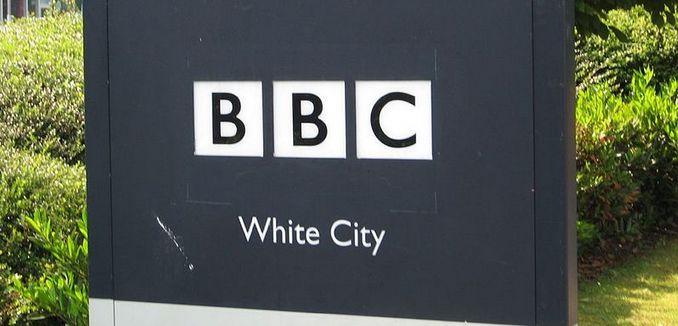 FeaturedImage_2014-08-08_WikiCommons_1024px-BBC_Logo_-_2