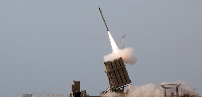 FeaturedImage_2014-08-19_WikiCommons_Flickr_-_Israel_Defense_Forces_-_Iron_Dome_Intercepts_Rockets_from_the_Gaza_Strip