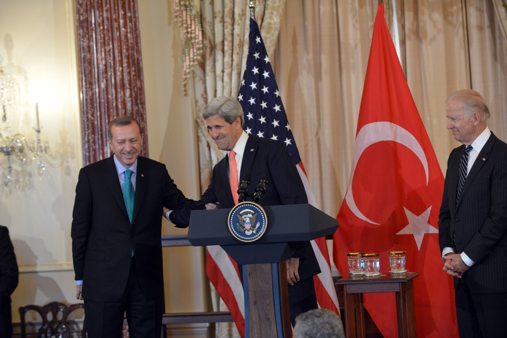 U.S. Secretary of State John Kerry and U.S. Vice President Joe Biden delivers remarks in honor of Turkish Prime Minister Recep Tayyip Erdogan at the U.S. Department of State in Washington, D.C., on May 16, 2013. Photo: U.S. Department of State / Wikimedia