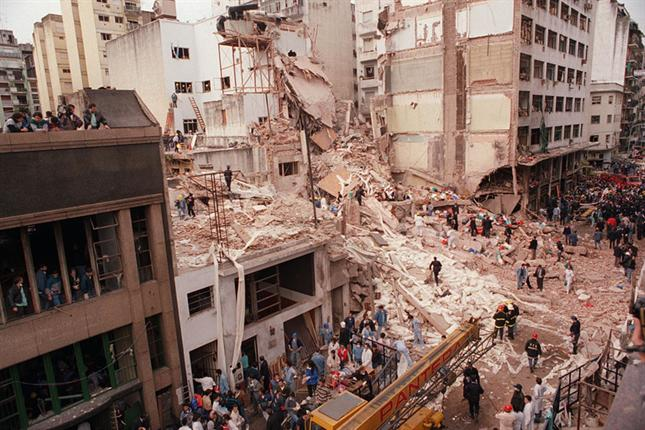 Remains of the AMIA building after the 1994 bombing. Photo: La Nación / Wikimedia