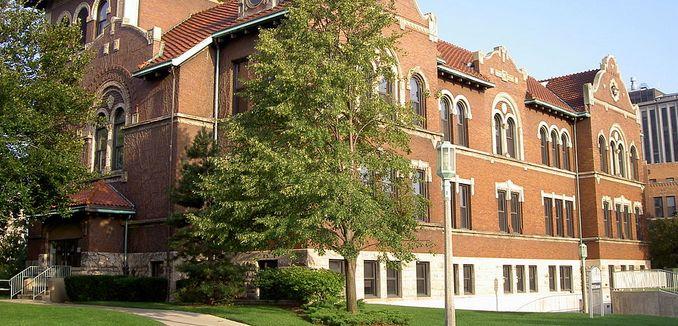 FeaturedImage_2014-09-29-2014-WikiCommons_1024px-Dumbach_Hall,_Loyola_University_Chicago