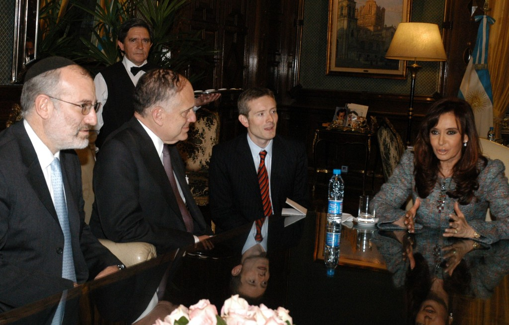 World Jewish Congress leaders meet with Argentine President Cristina Fernández de Kirchner in Buenos Aires, June 2008. Photo: WorldJewishCongress / Wikimedia