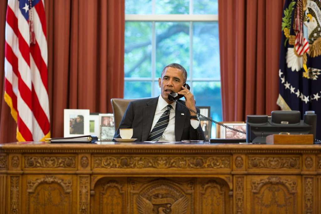 U.S. President Barack Obama talks with the President of Iran, Hassan Rouhani, during a telephone call in the Oval Office on September 27, 2013. Photo: Pete Souza / Wikimedia