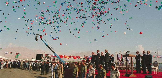 FeaturedImage_2014-10-24_WikiCommons_1024px-Flickr_-_Government_Press_Office_(GPO)_-_Balloons_released_into_the_air_during_the_Israel-Jordan_Peace_Treaty