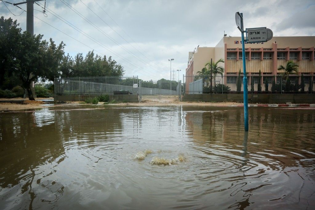 The streets of Ashkelon after a few days of heavy rain, November 27, 2014. Photo: Edi Israel / Flash90