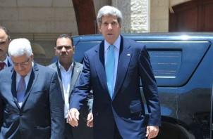 FeaturedImage_2014-12-22_WikiCommons_1024px-Secretary_Kerry,_PA_President_Abbas_meet_press