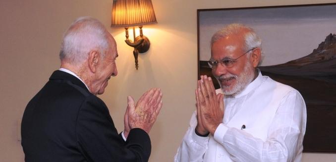 FeaturedImage_2014-12-24_WikiCommons_Prime_Minister_Modi_greets_former_Israeli_President_Shimon_Peres
