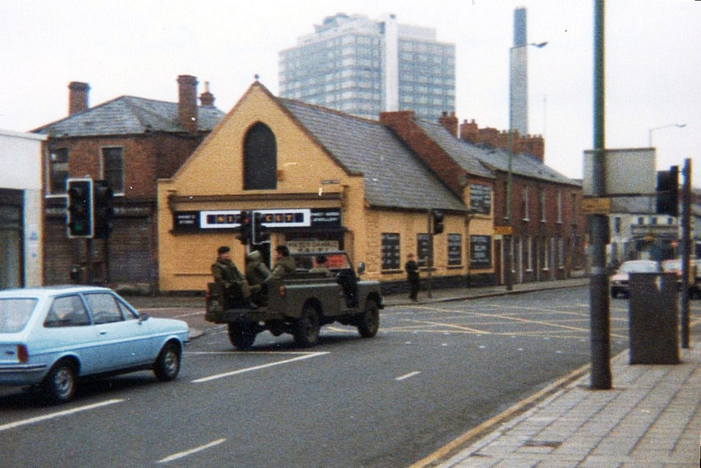 British Army troops patrol South Belfast, 1981. Photo: Rama / Wikimedia