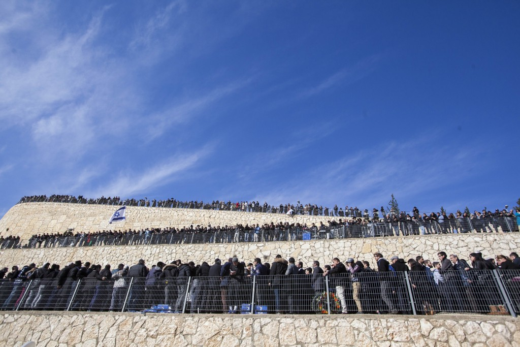 Thousands of people attend the funeral ceremony at Har HaMenuchot cemetery in Jerusalem for the four Jewish victims in the Paris kosher market terror attack, January 13, 2015. Photo: Yonatan Sindel / Flash90