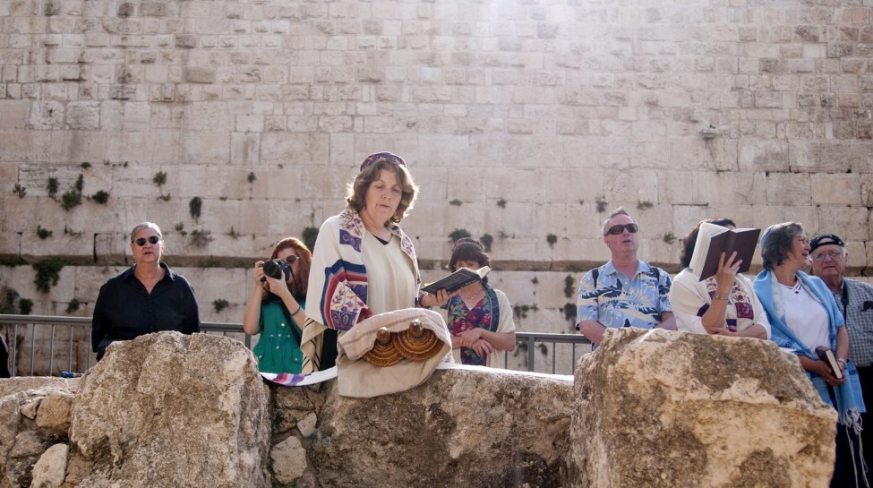 Anat Hoffman of Women of the Wall prays at Robinson's Arch outside the Western Wall. Photo: Hadas Parush / Flash90
