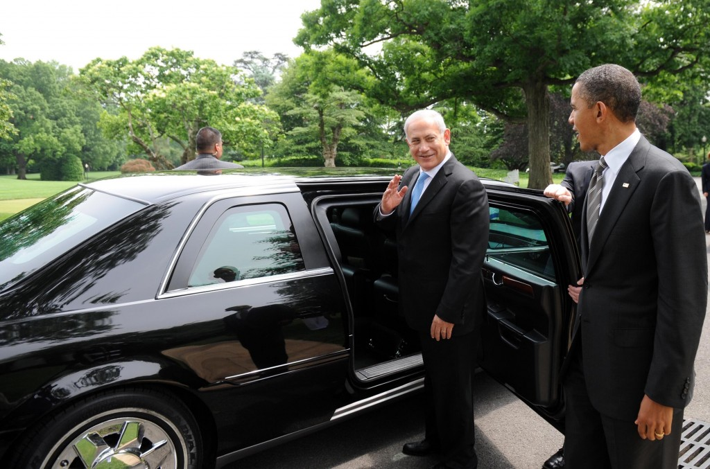 U.S. President Barack Obama talks with Israeli Prime Minister Benjamin Netanyahu while walking from the Oval Office to the South Lawn Drive of the White House, after their meeting on May 20, 2011. Photo: Avi Ohayon / Government Press Office / Flash90