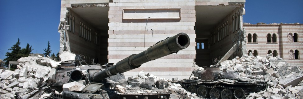 Two destroyed Syrian Army tanks sit in front of a mosque in Azaz, Syria, August 21, 2012. Photo: Christiaan Triebert / Wikimedia