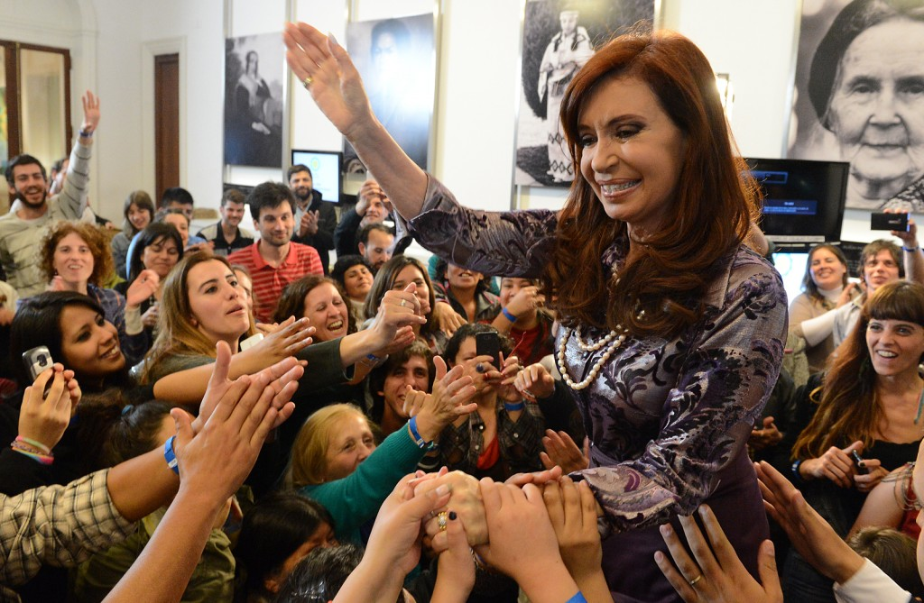 Argentine president Cristina Fernández de Kirchner is greeted by admirers, September 3, 2014. Photo: Presidencia de la Nación / flickr