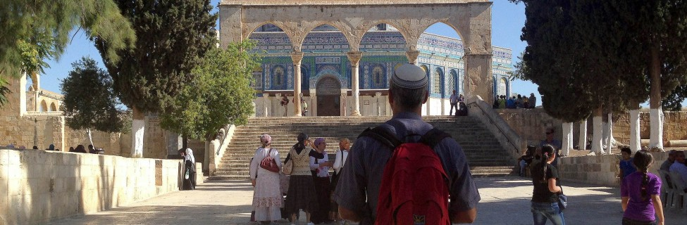 A Jewishman looks at the Dome of the Rock atop the Temple Mount. Photo: Sliman Khader / Flash90
