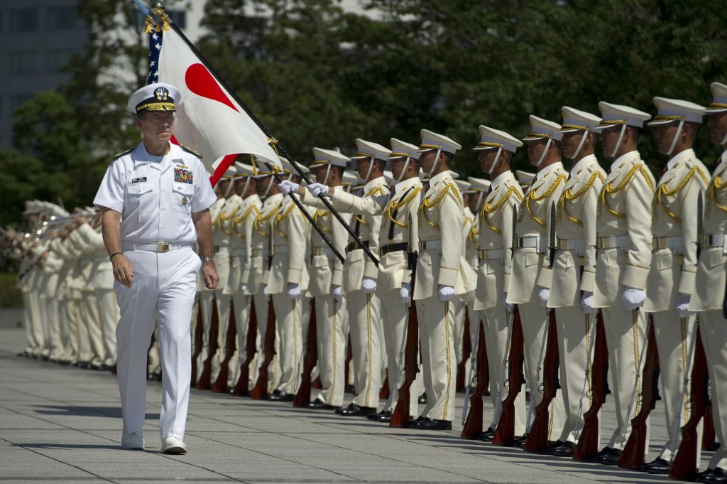 Chairman of the Joint Chiefs of Staff Adm. Mike Mullen reviews Japanese Self-Defense Force troops during a welcoming ceremony at the Ministry of Defense in Tokyo, Japan, July 15, 2011. Photo: Petty Officer 1st Class Chad J. McNeeley / U.S. Navy / Wikimedia