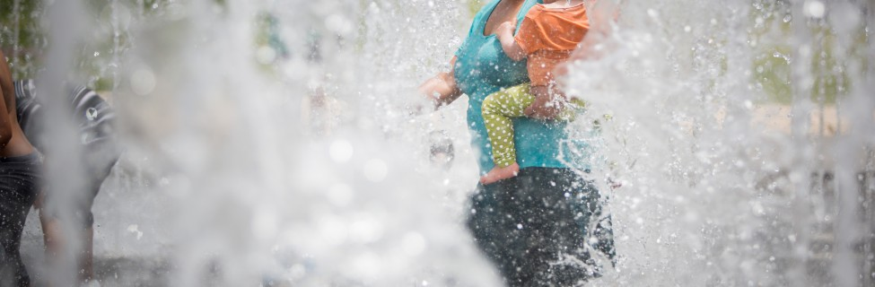 Israelis play in a fountain on a hot summer day in Jerusalem, May 27, 2015. Photo: Yonatan Sindel / Flash90