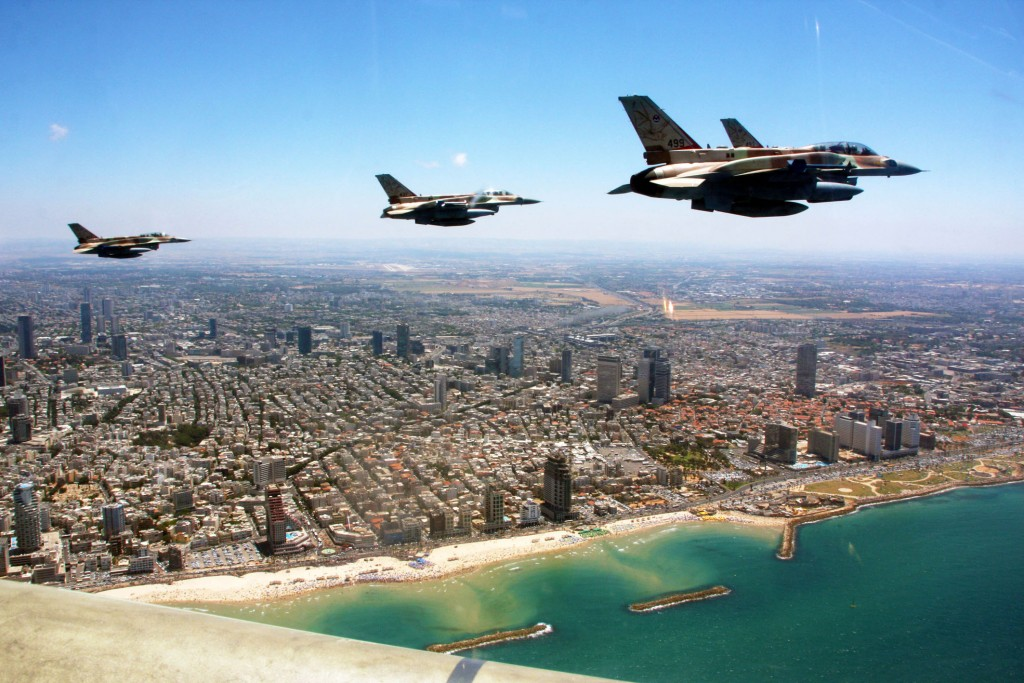 F-16s fly over Tel Aviv as part of the country's 63rd Independence Day celebrations. Photo: Israel Defense Forces / Wikimedia