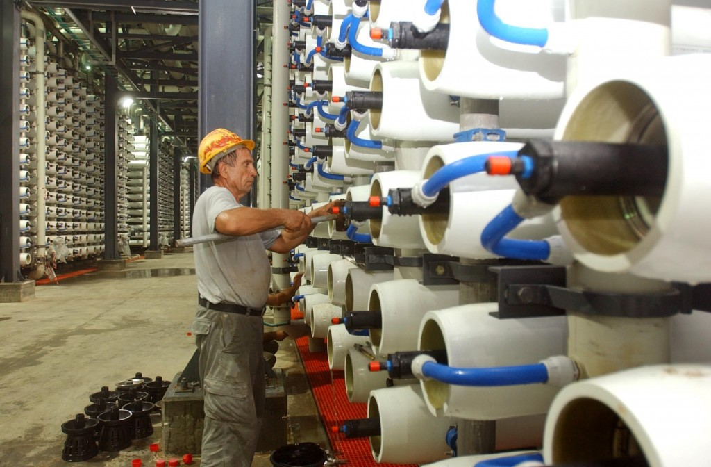 A worker maintains the equipment at the water desalination plant in Ashkelon. Photo: Edi Israel / Flash90