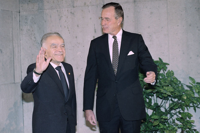 Israeli Prime Minister Yitzhak Shamir meets with U.S. President George H.W. Bush at the 1991 Madrid Conference. Photo: Walla