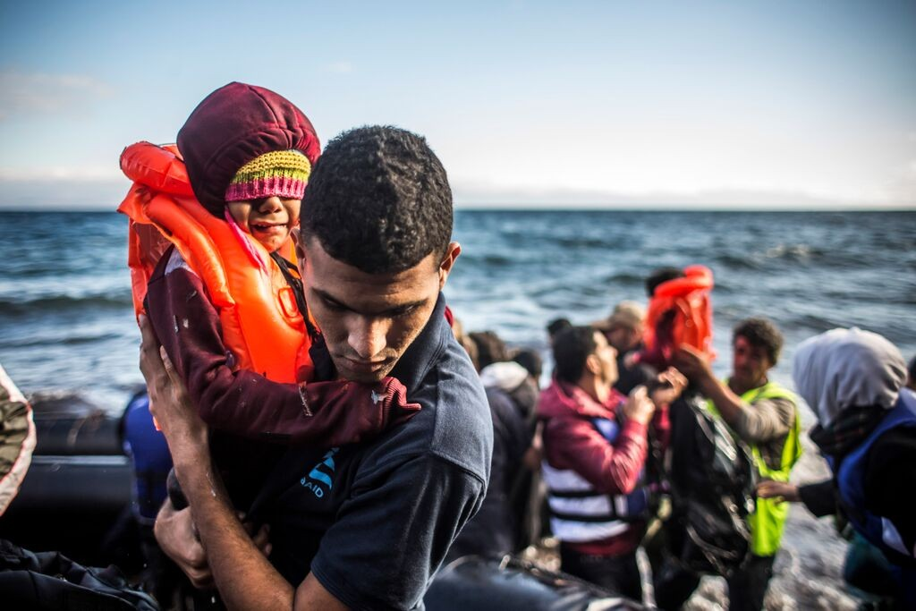 IsraAID volunteers rescue Syrian refugees from a dinghy that arrived on the Greek island of Lesbos. Photo: Martin Divisek / IsraAID